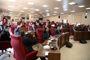 KKTC Cumhurbaşkanlığı  seçiminin 11 ekim'e ertelenmesi kararı mecliste oy çokluğuyla kabul edildi