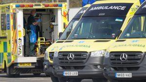 İngiltere'de Koronavirüs sebepli ölümler 422'yi bulunca hükümet NHS için 250 bin gönüllü aramaya başladı