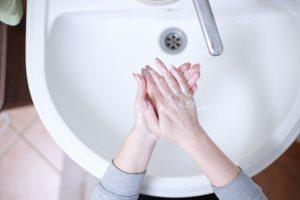 Koronavirüse karşı hangisi daha etkili: Sabun mu, kolonya mı?