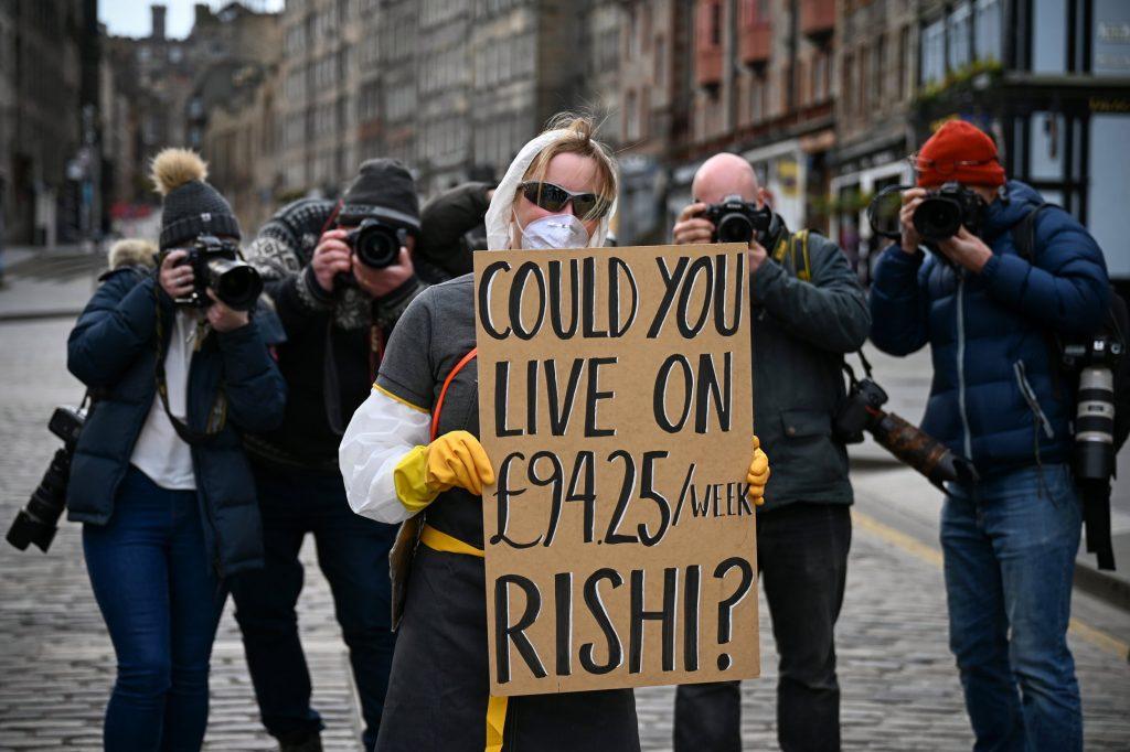 İngiliz hükümeti serbest çalışan 2 milyon kişiye para yardımı yapacak