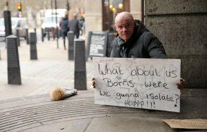 Koronavirüs salgını İngiltere'deki evsizlerin hayatını daha da zorlaştırıyor