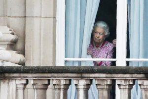 Kraliçe, bu yıl Noel'i ailesinden ayrı geçiriyor