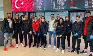 Londra'dan dönen Türk Milli Takımdaki iki kişide koronavirüs çıktı