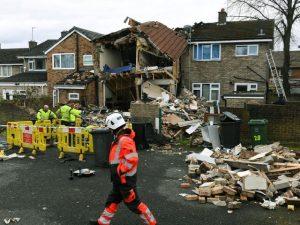 Dewsbury kasabasındaki bir evde doğalgaz patlaması sonucu 2 kişi yaralandı