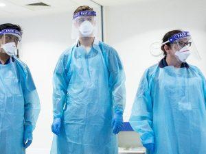 İngiltere'de Covid-19 nedeniyle 649 sağlık çalışanı hayatını kaybetti