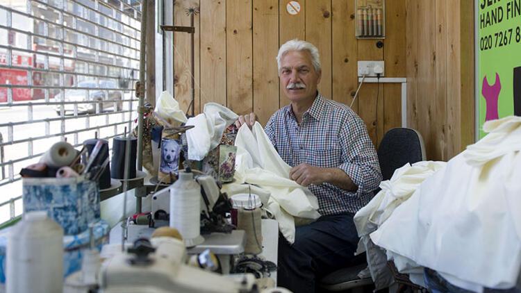 Belediye meclis üyemiz sağlıkçılar için kirli çamaşır torbası dikti