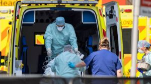 İngiltere ve Galler'deki her 10 ölümün 3'ten fazlası koronavirüs kaynaklı