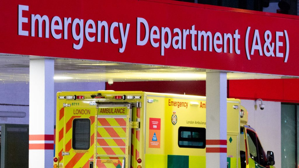Birleşik Krallık'ta koronavirüs sebebiyle 210 kişinin daha yaşamını yitirdiği açıklandı