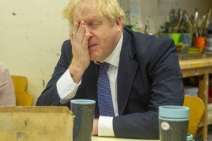 Boris Johnson kısıtlamaları gevşetmenin 'ikinci bir salgın dalgasına yol açmasından korkuyor'