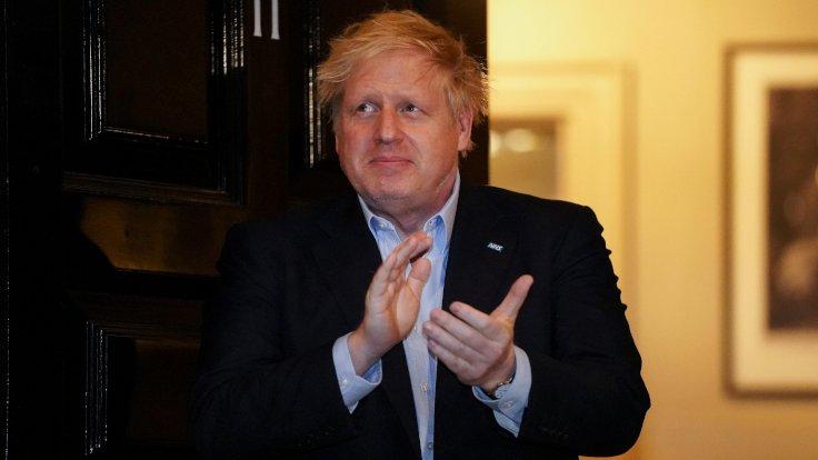Başbakan Johnson tedaviye cevap veriyor