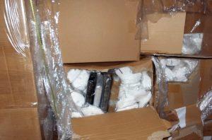 Koronayı fırsata çevirmek isteyen kaçakçı İngiltere'ye maskelerin içinde kokain sokmaya çalıştı