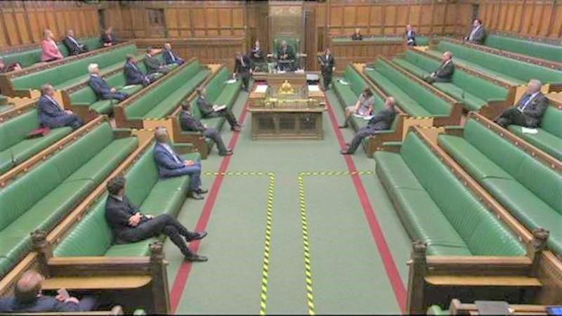 Çoğu milletvekilinin Zoom ile bağlandığı parlamentonun ilk sanal oturumu gerçekleşti