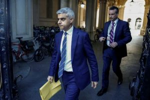 Sadiq Khan Koronavirüs uyarılarını dinlemeyen Jose Mourinho'ya ateş püskürdü