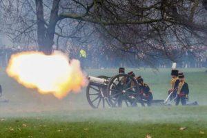 İngiltere'de Kraliçe 2. Elizabeth'in doğum gününde ilk kez top atışı yapılmayacak