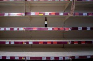 İngiltere'de tüketiciler giysi alışverişini kısıp alkole yöneldi