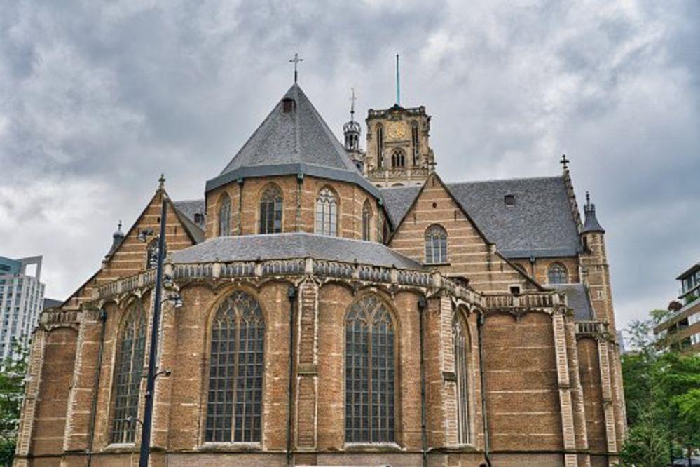Hollanda'da Aziz Laurens Kilisesi salgın günlerinde halka moral vermek için Türkçe ezgiler çaldı