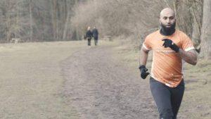 Oruçluyken 260 kilometre koşan atlet 52 bin sterlin bağış topladı
