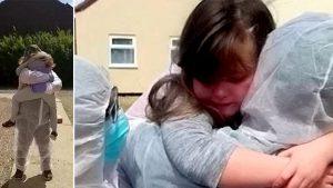 İngiltere'de sağlık çalışanı 50 gündür göremediği kızına kavuştu