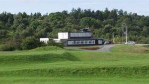 İngiltere-Galler sınırındaki golf kulübü farklı kurallara tabi olmaktan şikayetçi