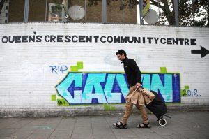 Londra'da Kovid-19 için açılan aşevi iftar paketi de dağıtmaya başladı