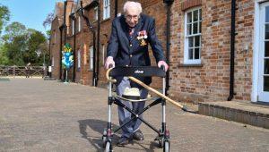 NHS için 33 milyon pound toplayan Yüzbaşı Moore'a şövalyelik unvanı verilecek