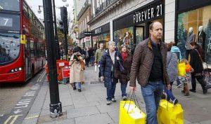 İngiltere'de enflasyon 2016'dan bu yana görülen en düşük seviyeye indi