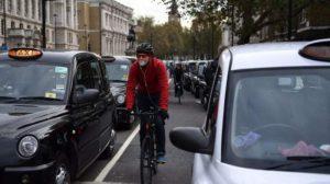 Londra'nın merkezi yolları büyük oranda özel araçlara kapatılıyor