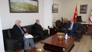 Başbakan Tatar adaya yerleşen bazı İngiliz vatandaşlarını temsil eden heyeti kabul etti