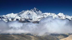 Everest'in yüksekliğini ölçecek Çin ekibi zirveye ulaştı