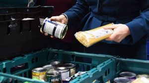 Koronavirüs İngiltere'de yoksulları vurdu: Çocuklarımızı doyurmak için biz aç kalıyoruz