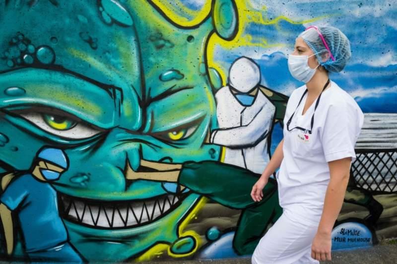 Fransa'da sağlık çalışanlarının maaşlarına 'önemli miktarda zam' yapılacak