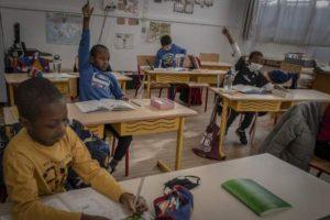 Fransa'da bir çocukta virüs görülmesinin ardından açılan yedi okul kapatıldı