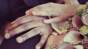 Uzmanlardan bir garip araştırma: Corona virüs yüzük parmağı uzun olanları daha az etkiliyor
