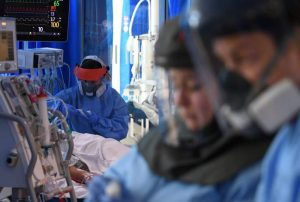 """""""İngiltere'de korona hastalarının yüzde 20 kadarı virüsü başka nedenle hastanede yatarken kaptı"""""""