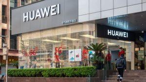İngiltere Huawei'nin 5G anlaşmalarını iptal ediyor