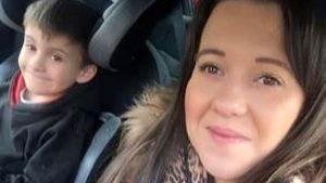 İngiltere'de 6 yaşındaki çocuk, kan zehirlenmesi geçiren hamile annesinin hayatını kurtardı