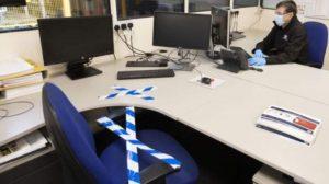 Ofislerde çalışanlar arasına bölmeler konması ve sıkı hijyen kuralları getirilmesi gündemde