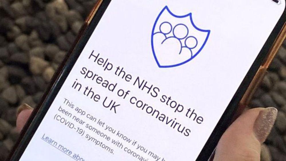 İngiltere'de virüs taşıyan kişilerin temaslarını izleyecek telefon uygulaması önce bir adada deneniyor