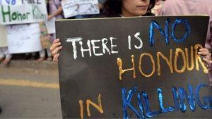Pakistan'da bir erkek ile görüntülenen iki kız çocuğu aileleri tarafından öldürüldü