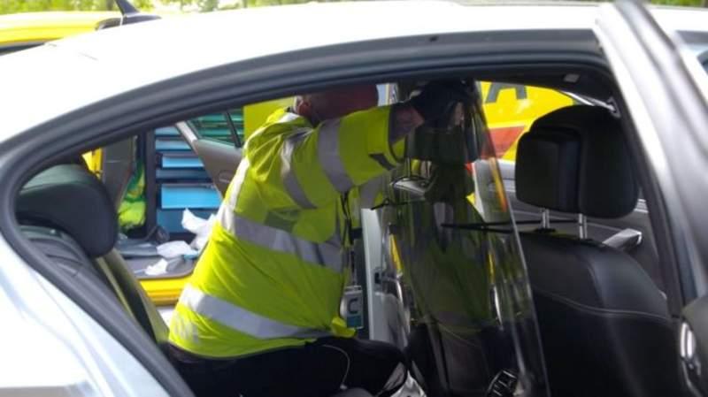 İngiltere'de taksi ve Uber araçlarında plastik paravan dönemi