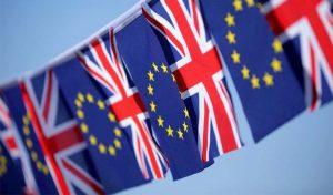 İngiltere'de yaşayan her 10 AB vatandaşından birinin ülkeden ayrılmayı düşündüğü ileri sürüldü
