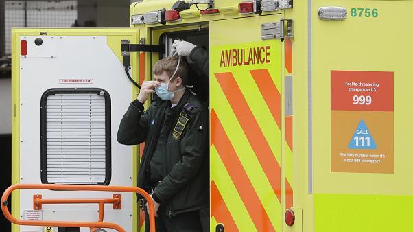 İngiltere'de Kovid-19 ölümleri 44 bin 198'e çıktı