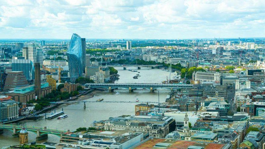 Finansın merkezi Londra'da bankalar ofislerini boşaltıyor