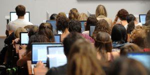 İngiltere'de okuyan Kıbrıslı Rum öğrenciler için harç girişimi