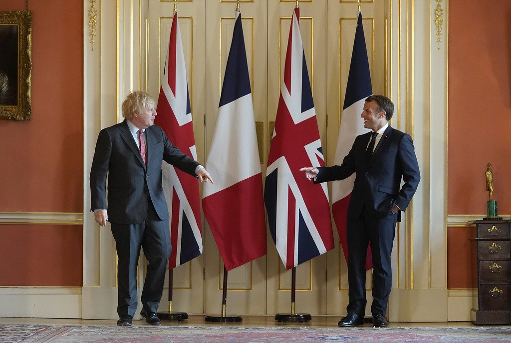 Fransa Cumhurbaşkanı Macron ilk yurt dışı ziyaretini İngiltere'ye yaptı