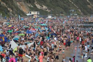 Major incident declared in Bournemouth as thousands line the beaches