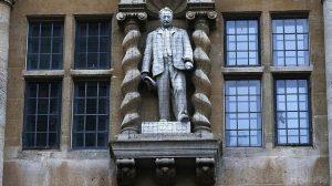 Oxford Üniversitesi sömürgeci Cecil Rhodes'un heykelinin kaldırılmasını istedi
