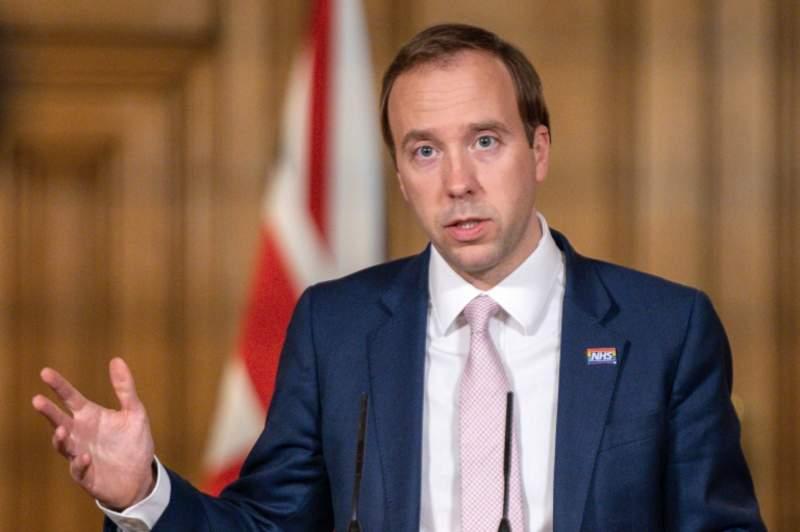 İngiltere hükümeti 2 metrelik sosyal mesafeyi düşürmeye hazırlanıyor