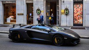 Bu kadarı fazla:Hem sosyal yardım alan hem de Lamborghini ticareti yapan çift gözaltına alındı
