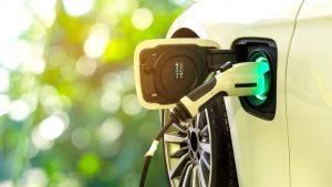 Yakıtlı araçlar, çevreyi elektrikli araçlardan 'yüzlerce kat daha fazla' kirletiyor